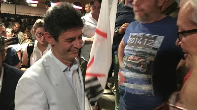 Francesco De Pasquale tra la folla acclamante