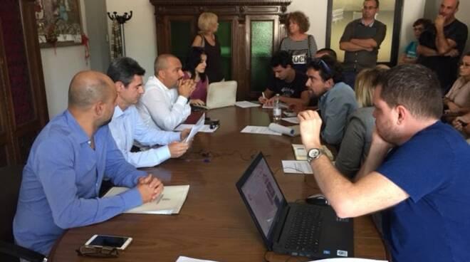 L'odierna conferenza stampa in presenta del sindaco e degli assessori.