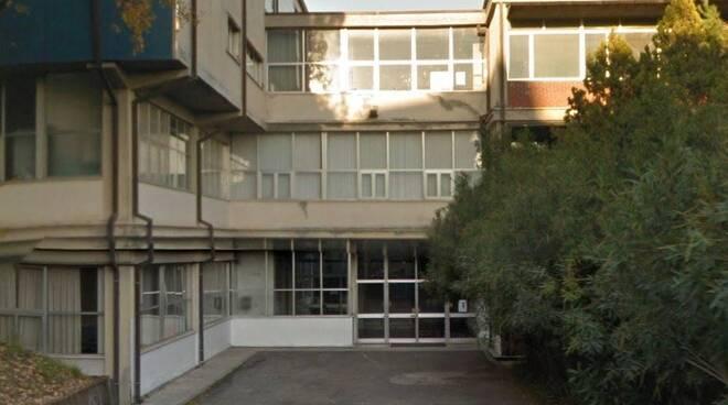 La vecchia sede del liceo scientifico Marconi di Carrara