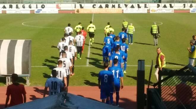 """Massese e Viareggio entrano in campo al """"dei Pini"""" per i 32° di Coppa Italia."""