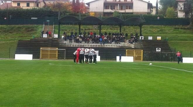 Tutta la concentrazione della Massese prima dell'inizio del match in casa del San Donato Tavarnelle.