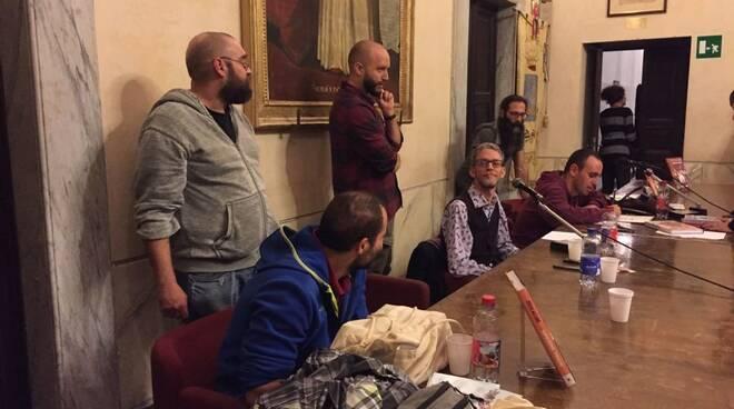 """Zerocalcare presenta """"Macerie Prime"""" nella sala consiliare del Comune di Sarzana"""