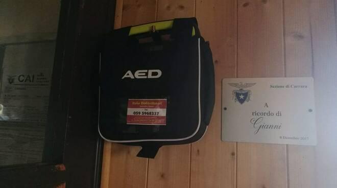 Il nuovo defibrillatore del Rifugio Carrara