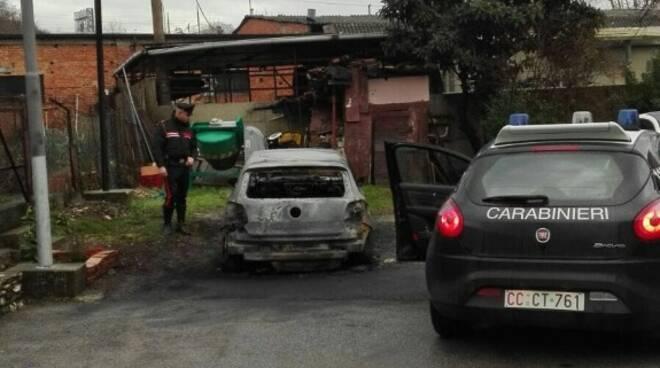 Auto bruciata nella notte ad Aulla