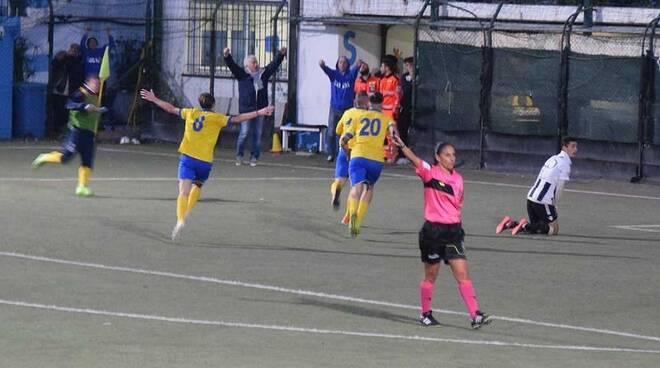 Cantatore Francesco ha appena segnato il gol vittoria del Ligorna contro la Lavagnese.