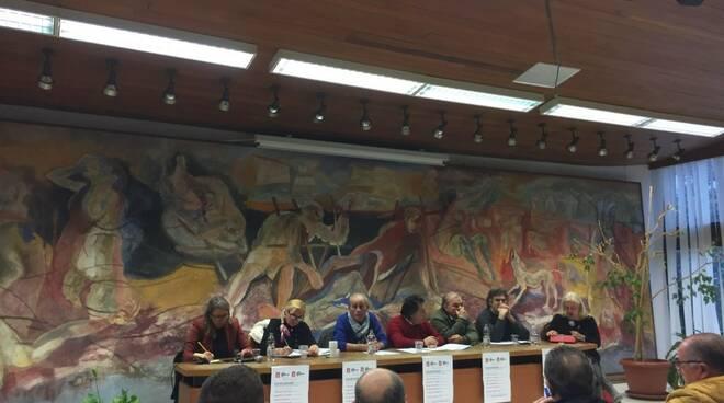 Il dibattito sui lavori usuranti nella sala di rappresentanza del Comune