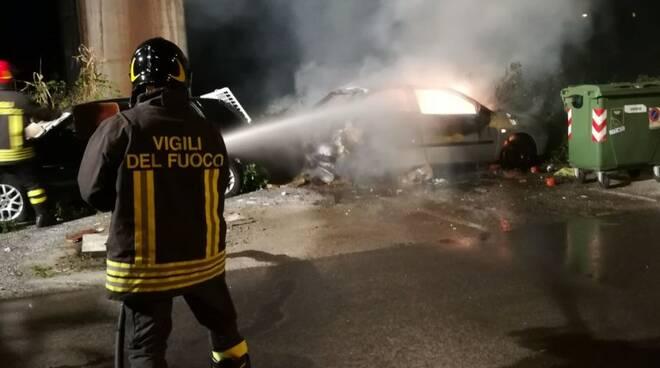 Auto incendiata nel parcheggio tra via Bertoloni e viale XX Settembre