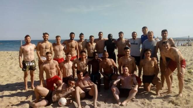 L'allenamento dei giocatori dell'Argentina di Arma di Taggia andato in scena sulla spiaggia il 20 Aprile scorso.
