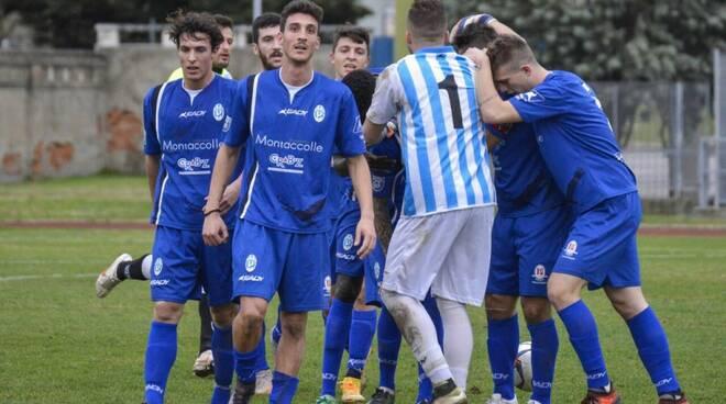 L'esultanza dopo un gol dei giocatori del Valdinievole Montecatini
