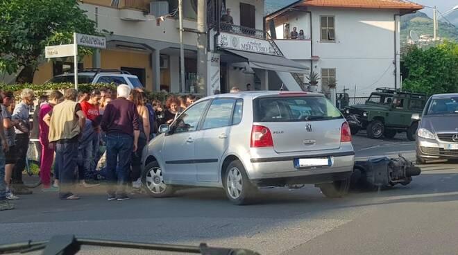 Scontro auto-motorino sull'Aurelia a Massa