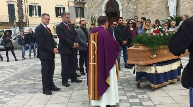 Un'immagine del funerale di Pampana