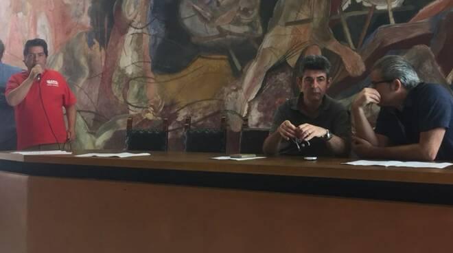 Il sindacalista della Cgil Venturini, il sindaco De Pasquale e il capogruppo M5s Del Nero