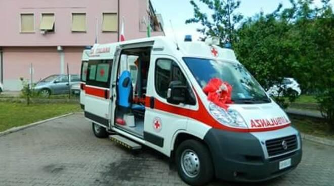 una ambulanza della croce rossa