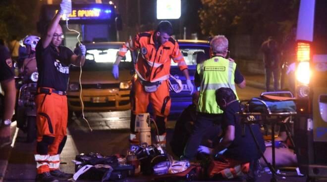 Terribile incidente: auto contro bici, gravissima una donna