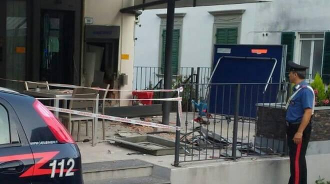 Il bancomat esploso a Gragnola