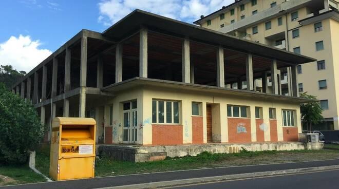 Il palazzo incompiuto di viale Lunigiana ad Aulla
