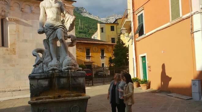 La statua del Gigante nel centro storico di Carrara