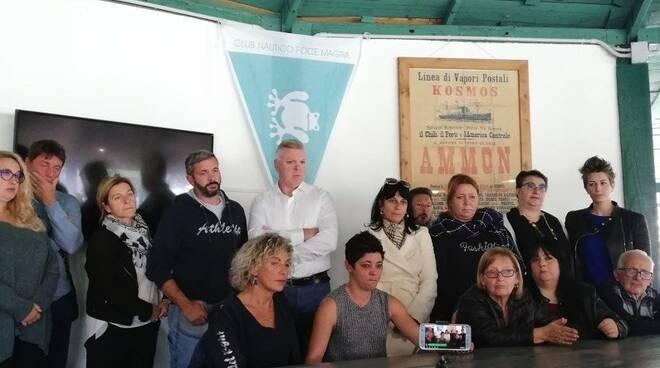 La moglie di Aldo Revello con i parenti e gli amici