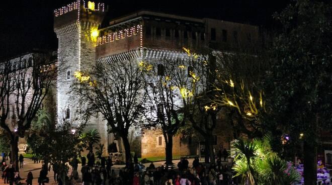 Carrara si illumina di Natale