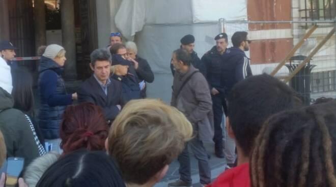 Gli studenti del Marconi protestano in piazza Aranci a Massa