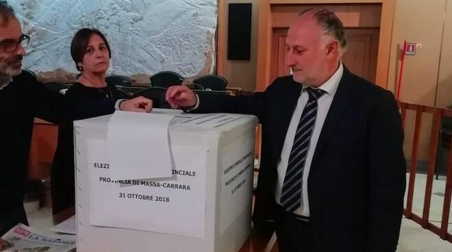 Il presidente della Provincia Lorenzetti al voto