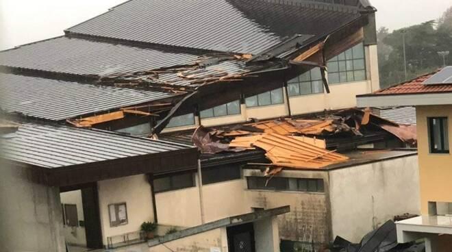 La chiesa della Covetta ad Avenza dopo la tempesta che si è scatenata su Carrara