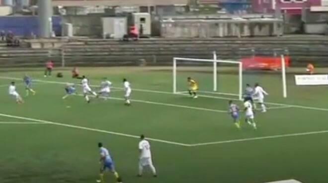 La rovesciata di Tavano nel primo gol all'Albissola