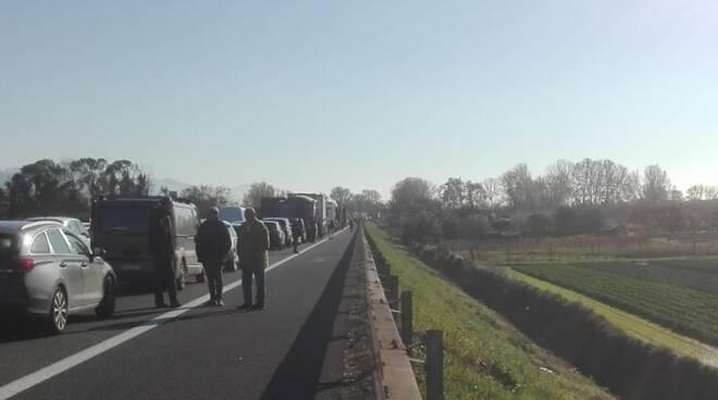 Traffico bloccato sulla A12