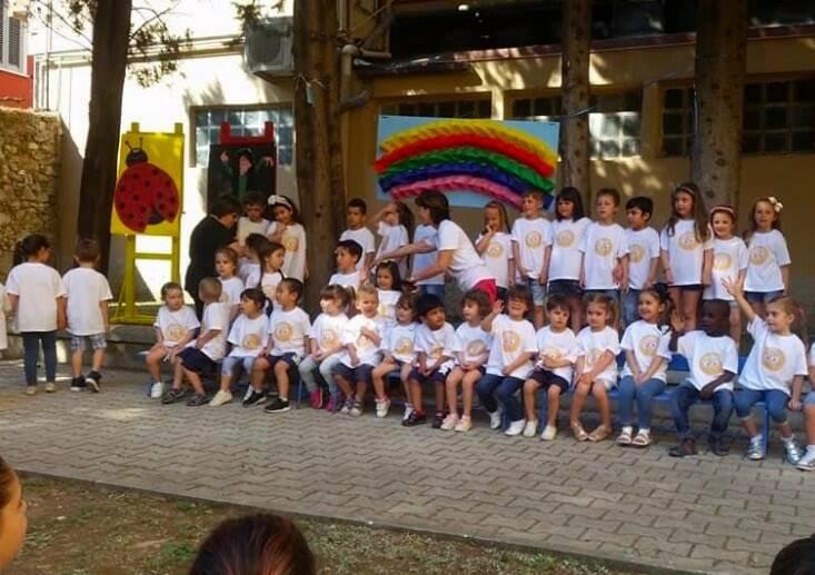 I bambini della scuola dell'infanzia Garibaldi di Carrara nella festa di fine anno