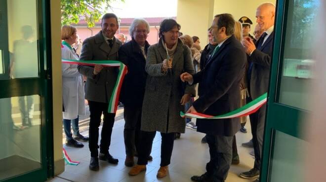 L'assessore Stefania Saccardi e il sindaco Francesco Persiani al taglio del nastro