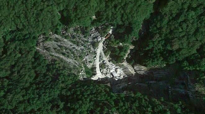 La cava di Fossa Combratta vista dal satellite