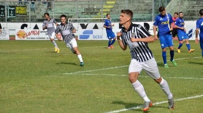 Nicola Lamioni, esterno d'attacco mancino della Spezia neo acquisto del Viareggio.