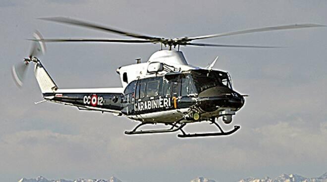 Elicottero dei carabinieri in azione