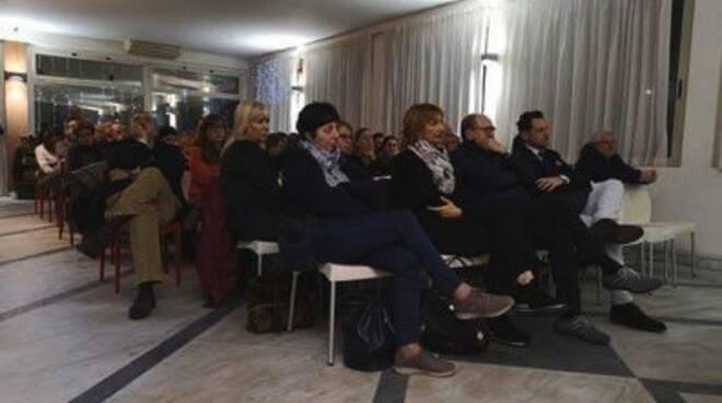 """Il pubblico che ha partecipato agli """"Incontri d'Autore"""" di Apuafarma"""