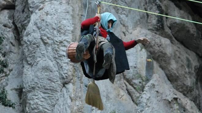 "La befana ""acrobatica"" di equi Terme"