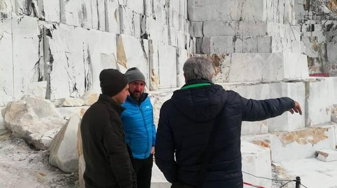 La visita del sindaco De Pasquale alle cave della Cooperativa di Lorano