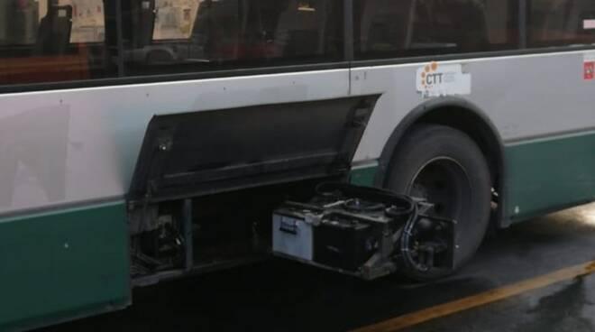 La batteria scoppiata dell'autobus