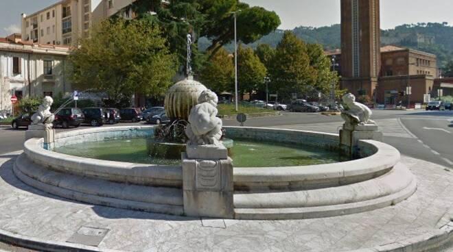 La fontana di Piazza Liberazione a Massa