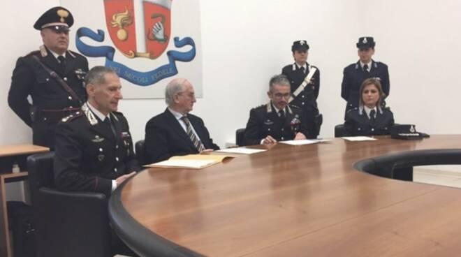 I carabinieri col procuratore Giubilaro e la polizia penitenziaria