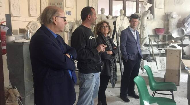La presentazione del corso di scultura per non vedenti all'istituto Tacca di Carrara