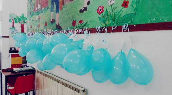 Autismo, le scuole di Carrara si colorano di blu nella Giornata Mondiale