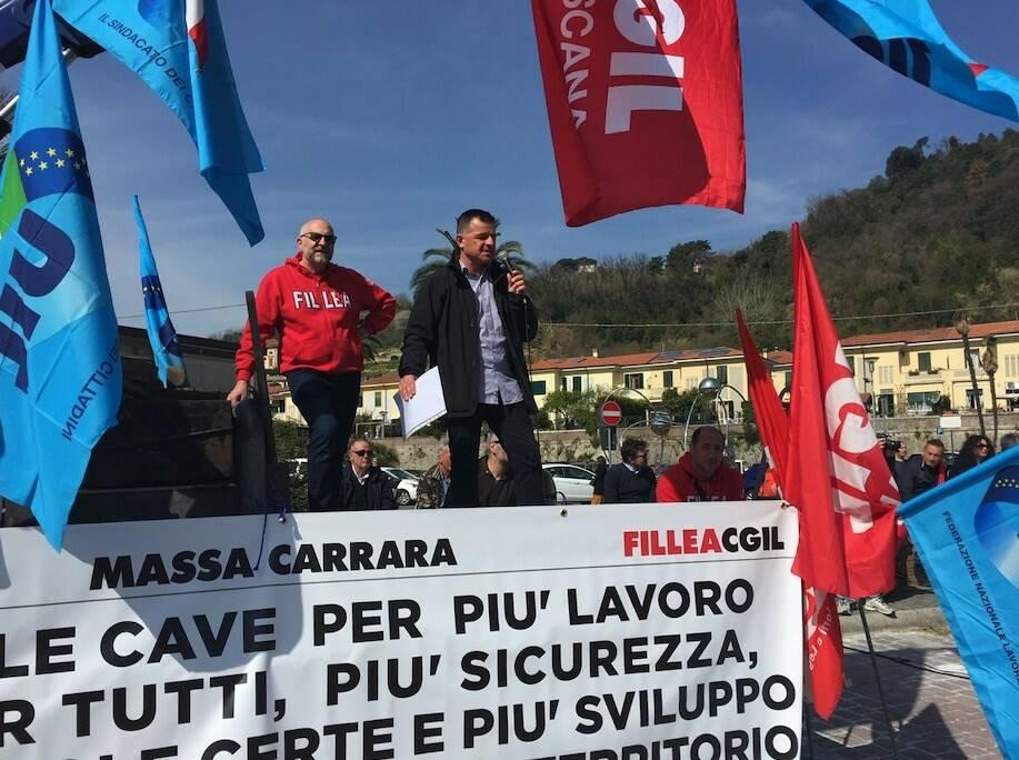 In duemila in piazza a Carrara per dire «sì» alle cave