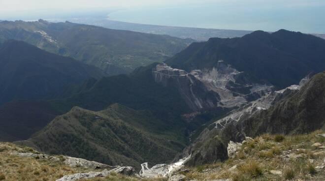 La costa massese vista dal monte Sagro