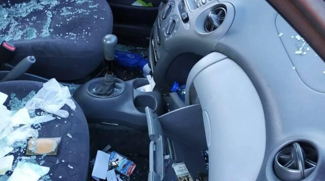 Auto devastate alla stazione di Aulla: altro raid vandalico