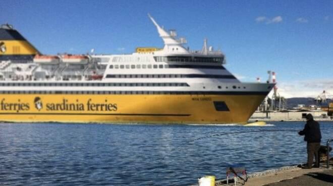 Un traghetto della Corsica Ferries