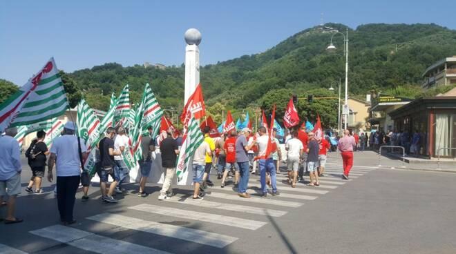 Lavoratori toscani del settore lapideo in protesta: corteo fino alla sede di Confindustria