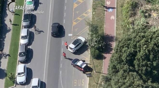 I controlli dei carabinieri ripresi dall'elicottero