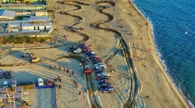 4x4 sulla spiaggia di Marina di Carrara