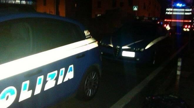 Auto della polizia di notte