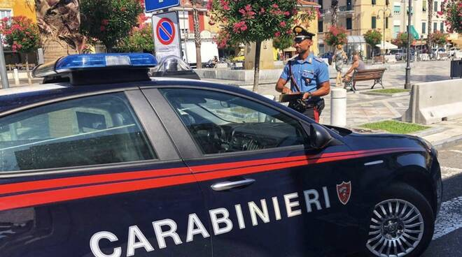 I carabinieri in piazza Menconi a Marina di Carrara